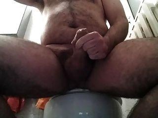 Jerk off y cum en el baño 29 03 2015
