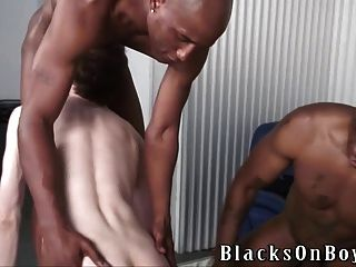 Interracial gay, hombre negro se folla a