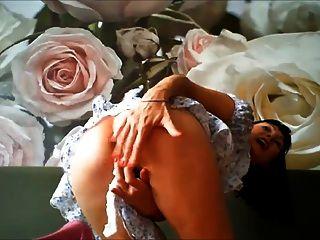 Muy caliente milf masturbándose en webcam