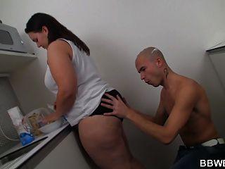 Gf gordo es golpeado en la cocina