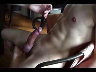 Arruinó los orgasmos una y otra vez en silla de esclavitud