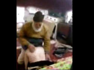 Viejo hombre con una chica árabe ahmad 38