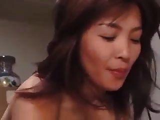 Mamá en la ley para beber sentir el esperma en el sexo con el yerno
