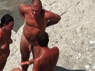 Nude beach maduro mmf trío en la orilla