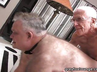 Dos viejos y un papá de plata
