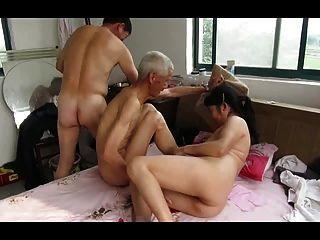Abuelos asiáticos en acción