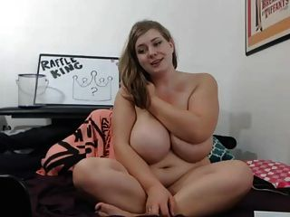 Chica sexy grande se baja
