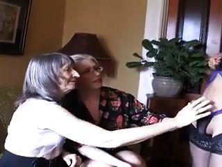 Dos abuelas calientes y ladyboy