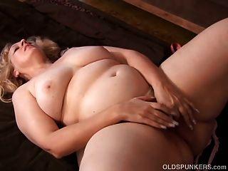 Super sexy rubia madura bbw es una mierda muy caliente