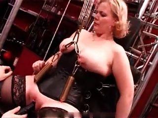 Mis piercings sexy pesado esclavo perforado torturado con una vela