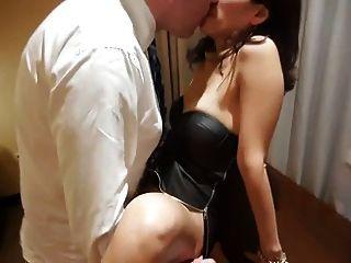 Mujer asiática prestada al jefe