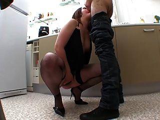 Ella se branle tout le temps!Enorme besoin de sexe!