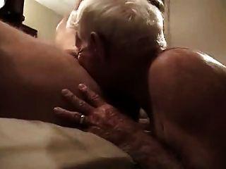 Gris cabello abuelo chupar polla enorme y obtener en su culo