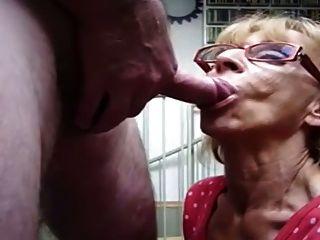Abuelita da una mamada rápida con cim