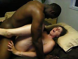 image Esposa cuckold tomando la bbc mientras esposo película