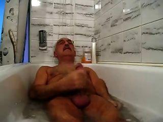 Bigote abuelo relajante y cum en la bañera