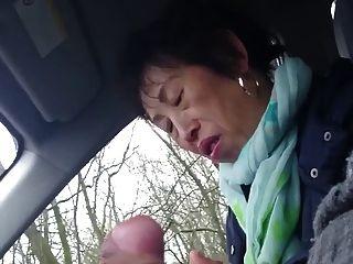 Hecho en casa, más vieja dama china gallo en el coche
