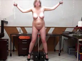Sexo en la máquina de pie de la mierda