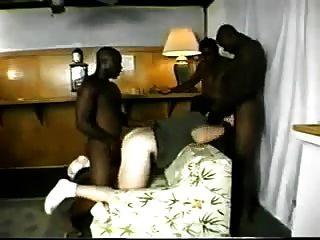 3 tipos negros follando un culo blanco