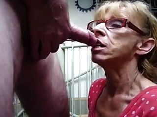 Abuelita hambrienta de esperma
