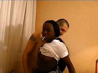 Chica negra francesa sodomizada por tutor