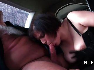 Sexy bbw francés maduro duro anal follada en una limusina