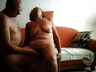 Hecho en casa, abuela y abuelo en un clip muy caliente