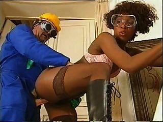 Black girl fucking con su compañero de trabajo
