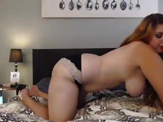 Kaylee obteniendo desnudo