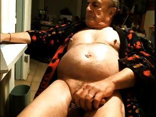 Pezones duros abuelo con la polla y el vientre caliente