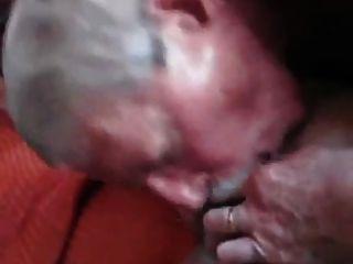 Bigote abuelo chupa y tragar cum