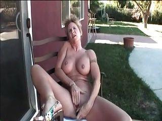 Mi piercings sexy abuelita con pezones perforados y sexo coño