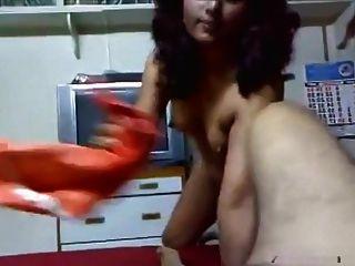 Desi tía india con el jefe en su piso