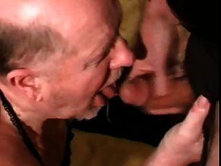 Abuelo obtener la boca hermosa corrida