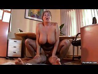 Busty granny quiere dick joven
