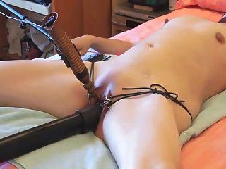 Esposa sumisa atada y masturbada