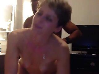 Sexy de pelo corto maduro obtiene bbc en su culo