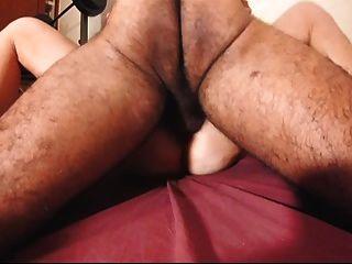 Peludo amateur peluda esposa coño satisfecho después de cumming