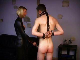 Joven dominatrix francés