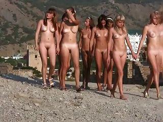 Nudistas jóvenes