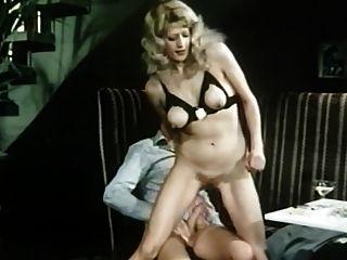 Crowded cafe (1978) película corta porno alemán