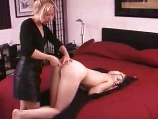 Madre no su hija enema y anal strapon