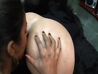 Esclava lesbiana asslicking