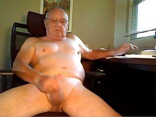 Abuelo dispara su carga
