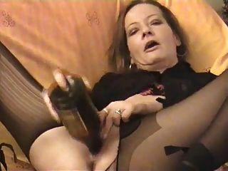 Amateur córnea madura botellas gemelas su coño y culo