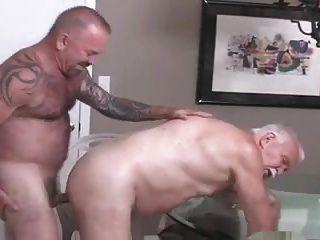 Los hombres mayores follan
