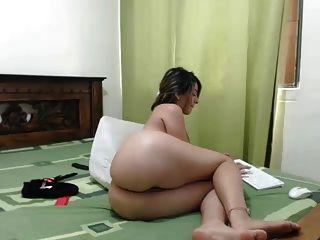 Chica latina con increíble culo webcam