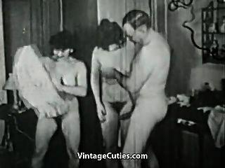 Mujeres córneas que hacen cosas traviesas (vintage de los años 20)