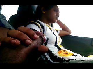 Chica intermitente bf gallo en el coche