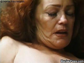 La abuela de pelo largo disfruta del sexo